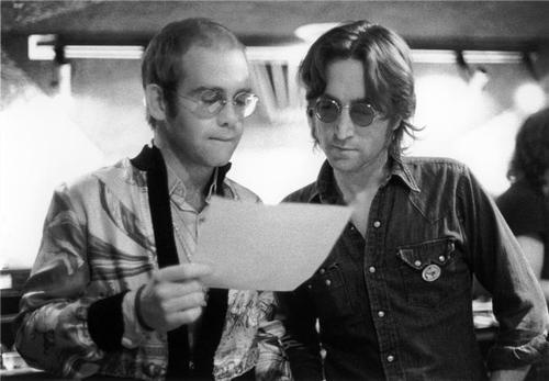 A relação de amizade entre Elton John e John Lennon