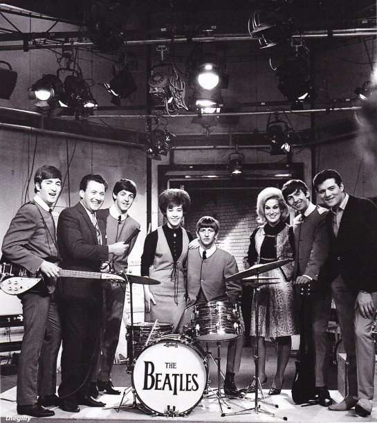 The Beatles, Helen Shapiro, Dusty Springfield, Eden Kane and compère Keith Fordyce on the set of Ready Steady Go! 4 outubro 63